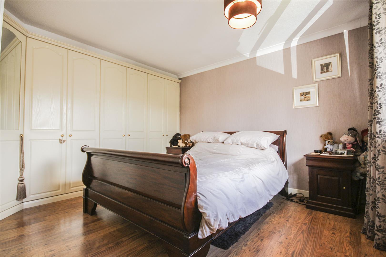 4 Bedroom Detached House For Sale - _._14.jpg